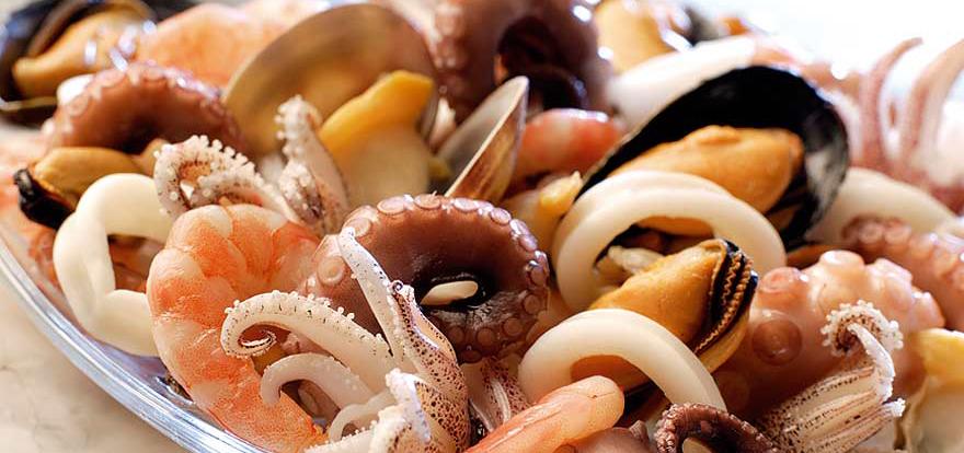 Отравление морепродуктами: в чем опасность рыбы, устриц и креветок